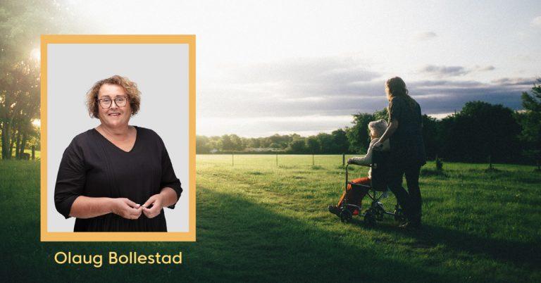 Portrettbilde av Olaug Bollestad på bilde av person som trilles i rullestol